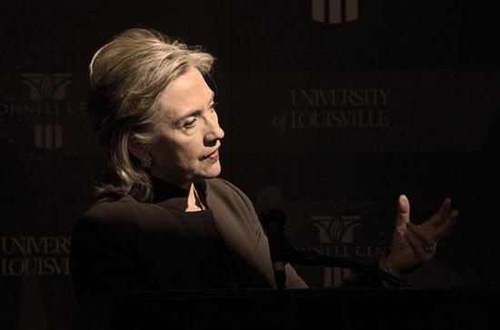«Она жестока и кровожадна»: Ассанж обвинил Клинтон в организации госпереворота в Ливии