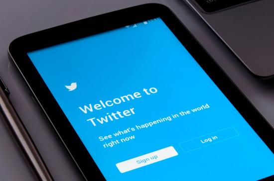 Сенатор Косачев удалил собственный Твиттер взнак протеста сполитикой соцсети