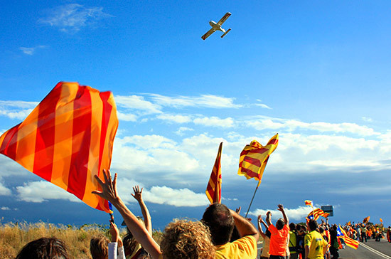 Власти 2-х каталонских городов сняли флаги Испании со собственных зданий