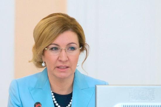 Стадченко: майские указы о повышении зарплат медиков выполнят в 2018 году