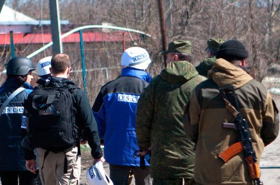 Российских офицеров из Центра контроля и координации обстреляли в Донбассе