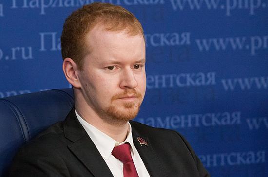 Facebook и Twitter могут заблокировать аккаунты российских ведомств, заявил Парфёнов