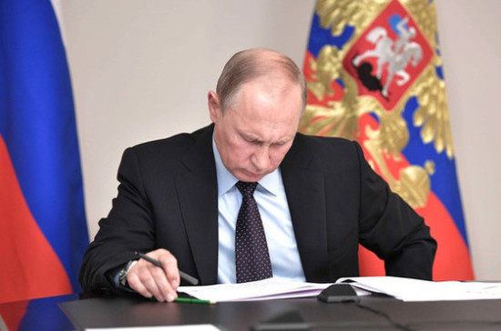 Путин обновил состав комиссии по госнаградам