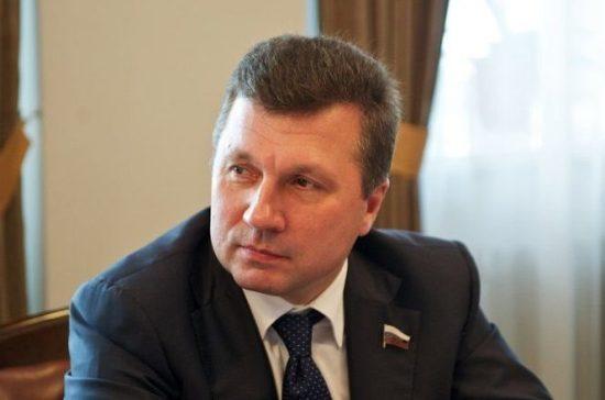 Сенатор Васильев предложил кабмину разработать рекомендации для регионов-должников