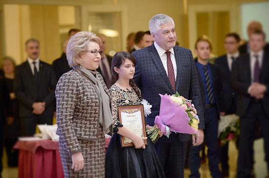 Валентина Матвиенко наградила 10-летнюю девочку, спасшую братьев и сестёр из пожара