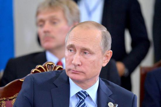 Путин заявил, что бывшие губернаторы остаются членами его команды