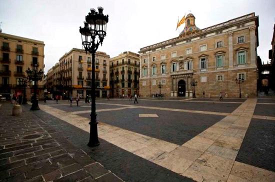 Горсовет Барселоны признал легитимным отстранённое Испанией правительство Каталонии