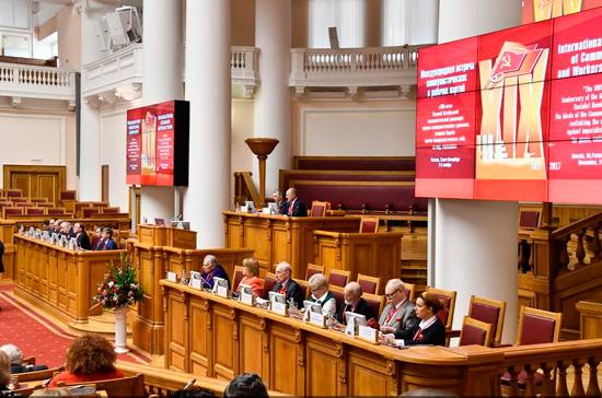 Зюганов: 103 зарубежные делегации прибыли в Россию на празднование столетия Октябрьской революции
