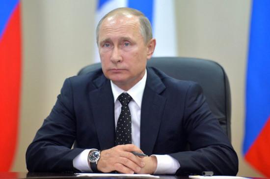 Путин призвал обсуждать Октябрьскую революцию с опорой на факты