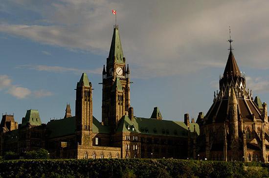 Канада ввела санкции против 30 жителей  Российской Федерации