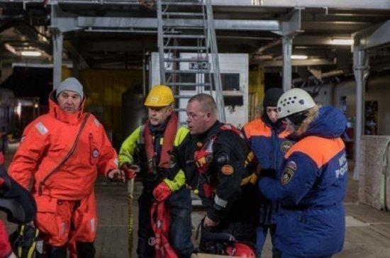 Спасатели подняли со дна остов разбившегося у Шпицбергена вертолёта Ми-8