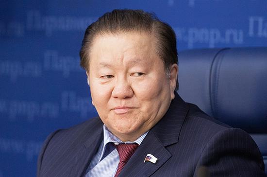 Тумусов предложил сократить перечень документов, подтверждающих госрегистрацию лекарств