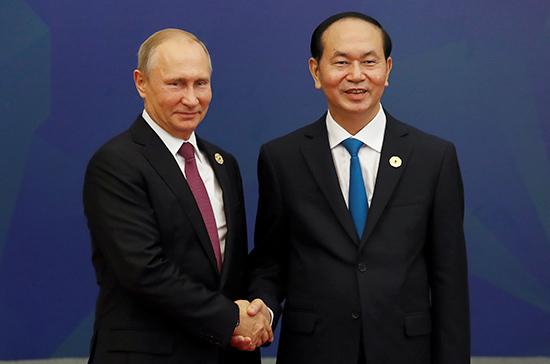 Путин приехал навстречу глав АТС счленами делового совета вДананге