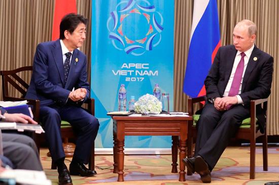 Путин пригласил Абэ наПетербургский международный экономический форум