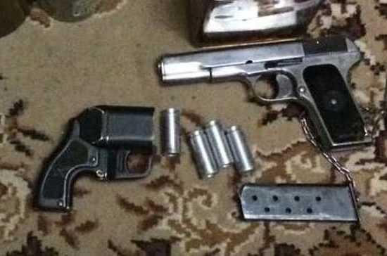 У жителя Новосибирска изъяли арсенал оружия