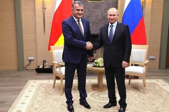 Путин: РФ  продолжит оказывать финансовую поддержку Южной Осетии