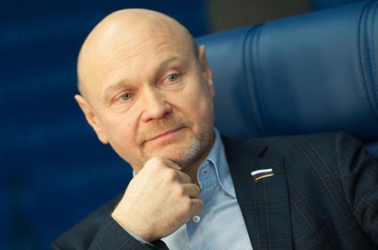 Катасонов предложил снизить налоговую нагрузку на бизнес в 2018 году