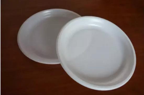 Гипермаркет Волгограда продавал «ядовитые» пластиковые тарелки