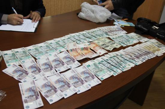 Нотариус Барнаула получила тюремный срок за присвоение денег акционеров
