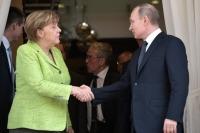 Меркель призвала к честной дискуссии с Россией