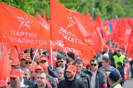 Парламент Молдовы отказался посылать депутатов навстречу в столицу