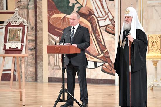 Патриарх Кирилл назвал историческим событием посещение Путиным Архиерейского собора