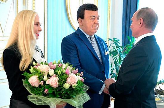 Кобзон заявил о поддержке Путиным создания фонда помощи молодым исполнителям