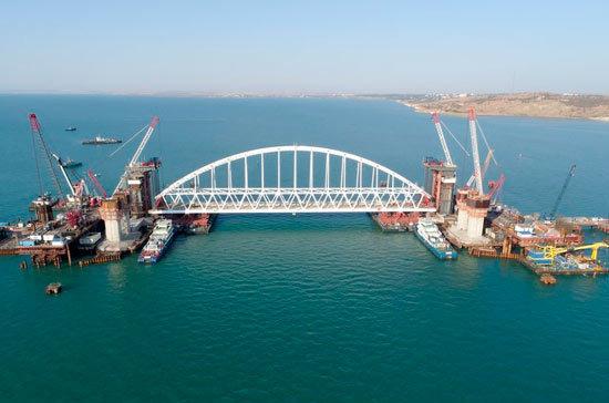 Через Крымский мост запретили провозить оружие и опасные грузы