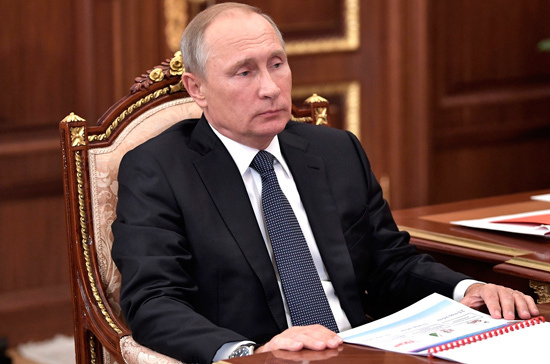 Путин внес вГосдуму законопроект оежемесячных выплатах семьям сдетьми