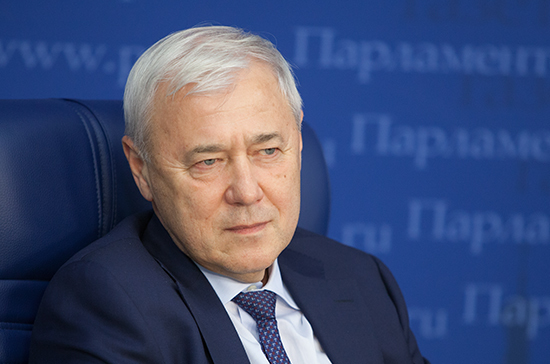 Рост курса биткоина обусловлен психологическими факторами, считает Аксаков