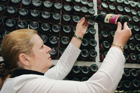 Специалист объявил оботсутствии вРФ непоколебимого алкоголя вполимерной таре