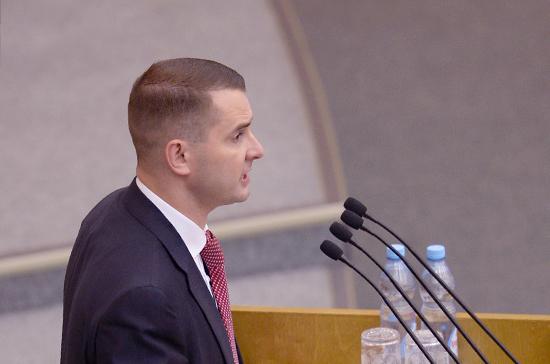 Получающих зарплату на уровне МРОТ нужно освободить от НДФЛ, заявил Нилов