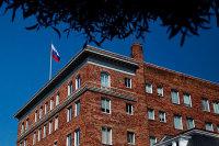 Россия будет добиваться возвращения дипсобственности в США, заявил Песков