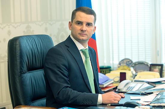 В ПДД нужно закрепить правила поведения водителей при проезде сужения, заявил Нилов