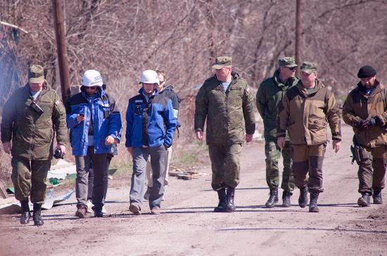 Киев обвинил ДНР втом, что русские наблюдатели задержались вДонбассе