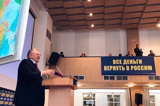 Россия будет ждать добровольного возвращения бывших советских республик, заявил Жириновский