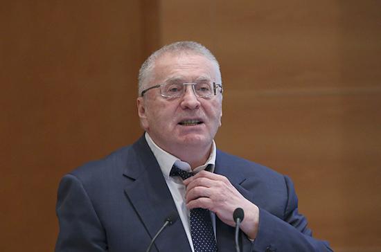 Жириновский намерен первым получить статус кандидата в президенты