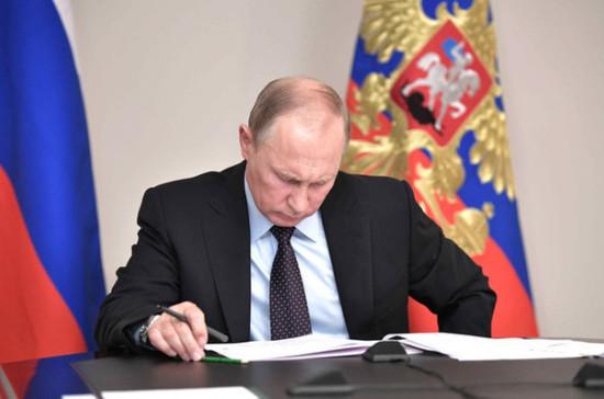 Владимир Путин подписал закон оштрафах для собственников мессенджеров
