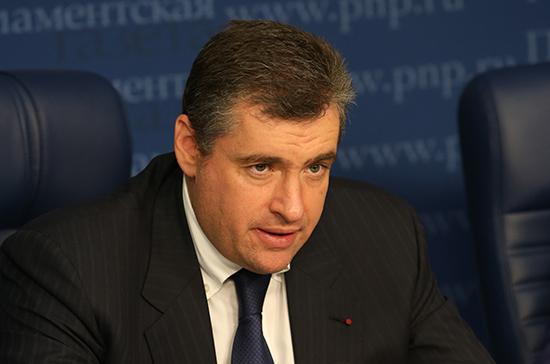 Поставки оружия Киеву не способствуют достижению мира, заявил Слуцкий