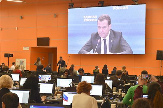 Медведев назвал выполнение всех социальных обязательств задачей «Единой России»
