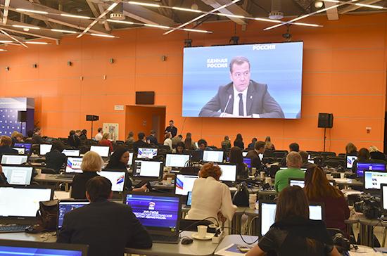 Нужно оптимизировать количество партийных проектов, заявил Медведев