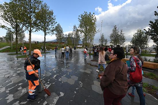 Парк «Зарядье» в Москве украсят геометрическими елями и трехметровым айсбергом