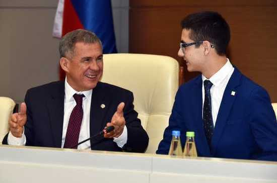 Рустам Минниханов насутки взял нового ассистента