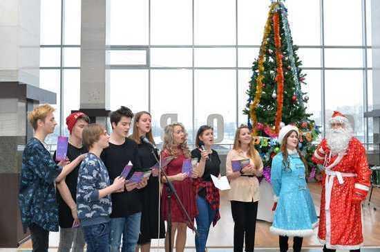 Транспортная полиция организовала новогодний праздник на Ярославском вокзале Москвы