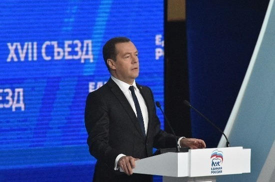 Медведев заявил, что программа «Единой России» выполняется успешно
