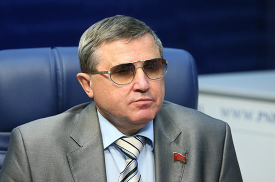 Смолин поддержал выдвижение Грудинина кандидатом в президенты от КПРФ
