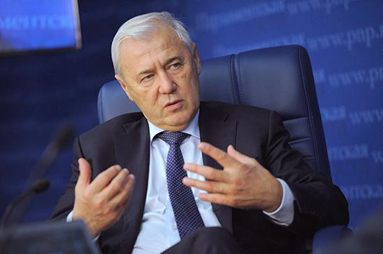 Аксаков предложил приостанавливать действие загранпаспортов руководителей проблемных банков