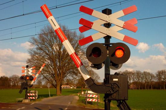 Нарушителей правил железнодорожного переезда могут лишить прав на два года