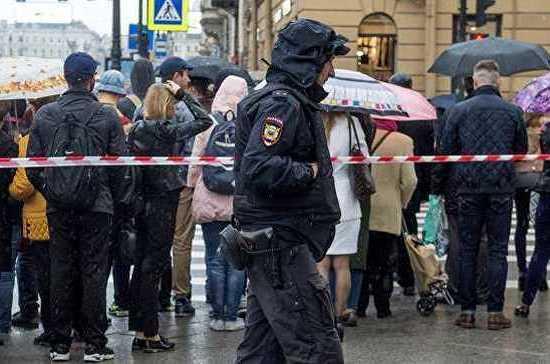 В Хабаровске МВД проверяет крупные торговые центры из-за звонков о минировании