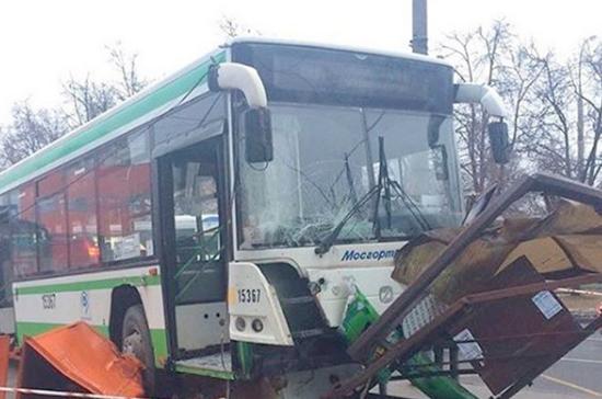 Власти Москвы рассказали о техсостоянии наехавшего на остановку в Москве автобуса